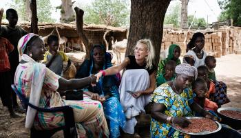 Elodie Gossuin, marraine de l'UNICEF France, en mission au Sénégal en 2015.